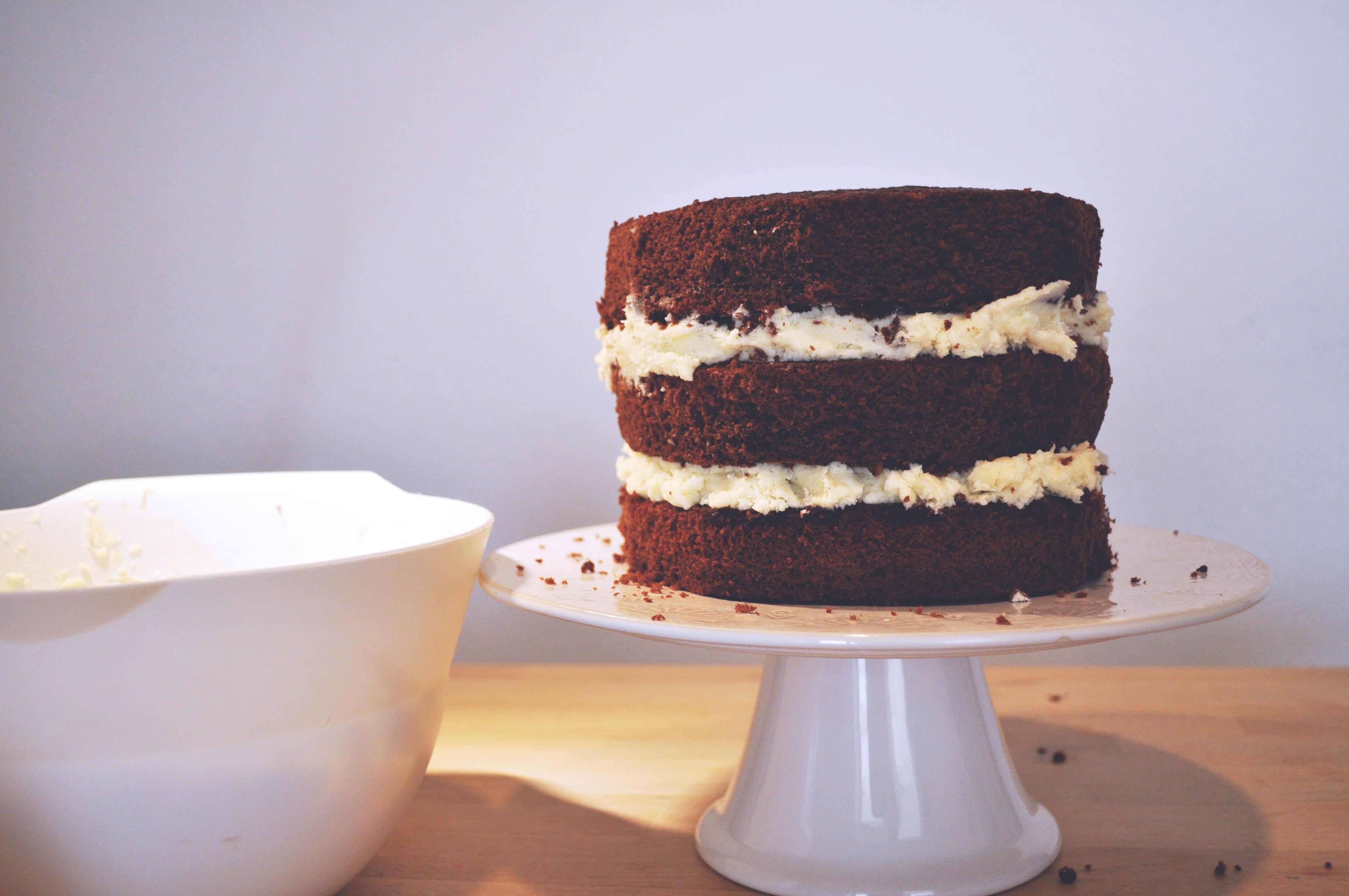 Torte mit frosting streichen
